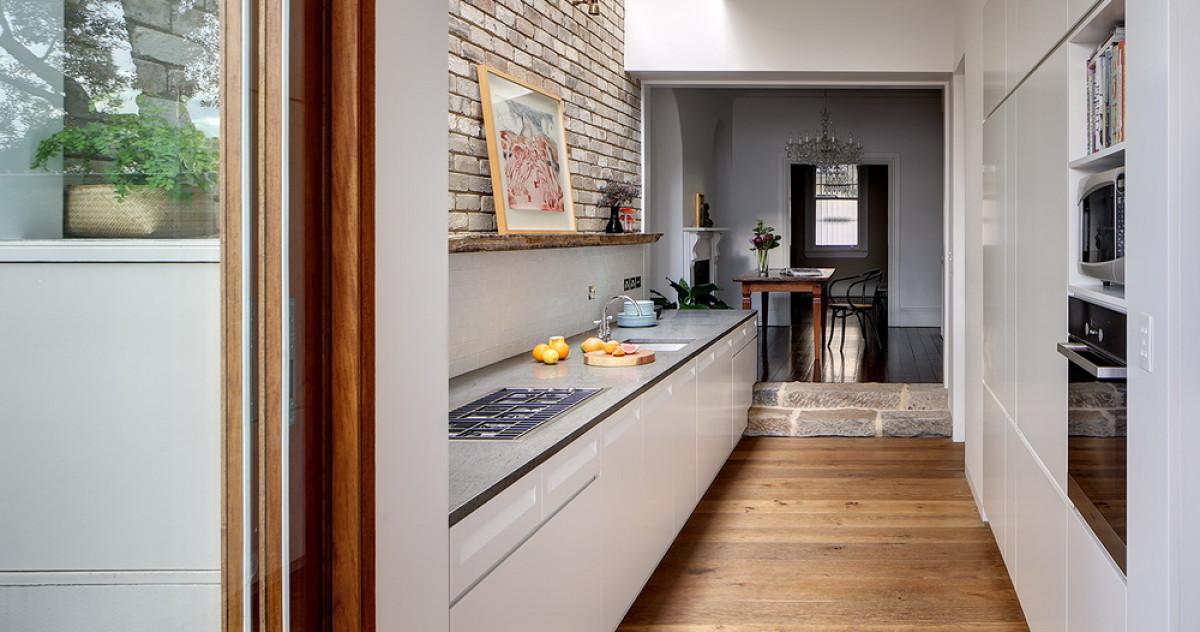 Как обустроить кухню в коридоре: необычные идеи и примеры