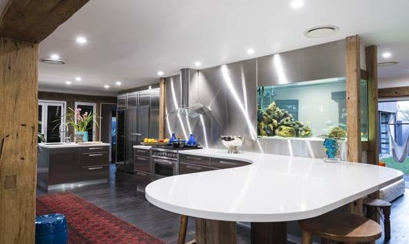Кухня/столовая в  цветах:   Белый, Светло-серый, Серый, Темно-коричневый.  Кухня/столовая в  стиле:   Хай-тек.