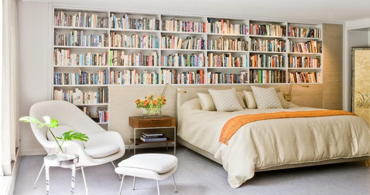 Как обустроить хранение за кроватью: 15 идей и советы дизайнеров