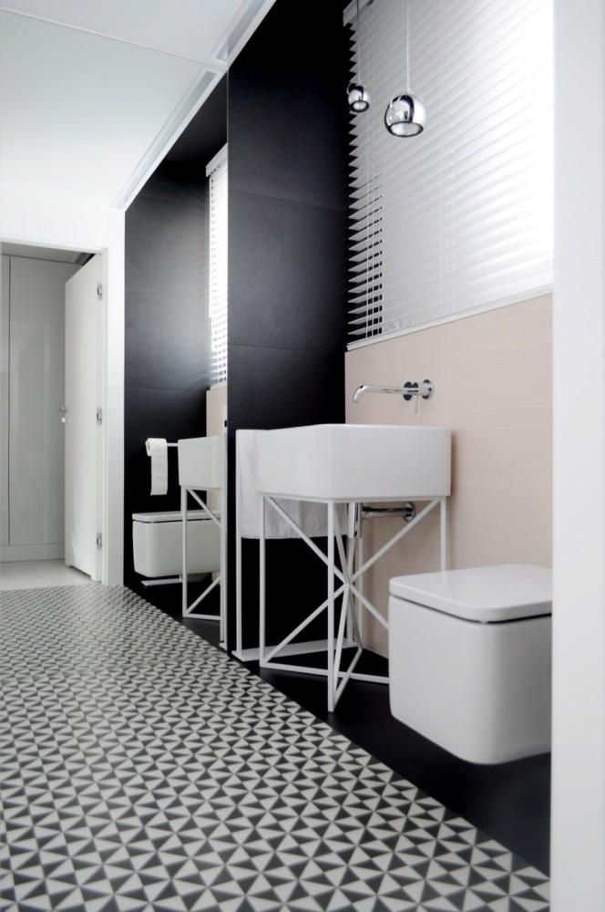 Ванная в  цветах:   Белый, Коричневый, Светло-серый, Черный.  Ванная в  стиле:   Минимализм.
