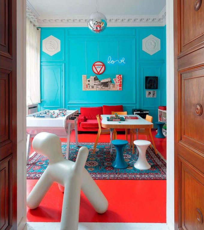 Гостиная в  цветах:   Белый, Голубой, Красный, Серый.  Гостиная в  .