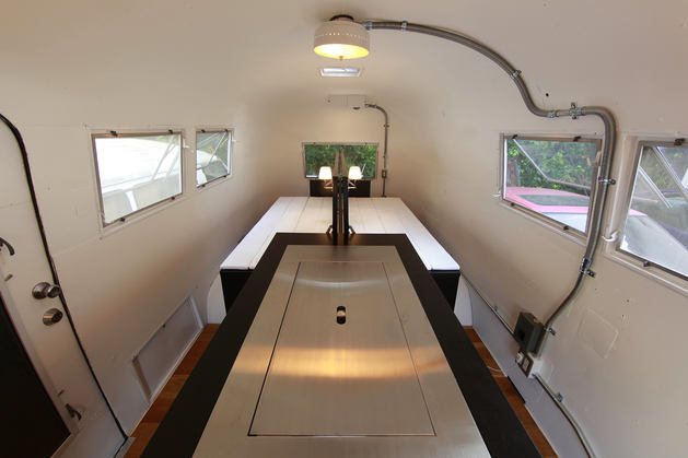 Гостиная, холл в цветах: черный, серый, светло-серый, белый, бежевый. Гостиная, холл в стиле хай-тек.