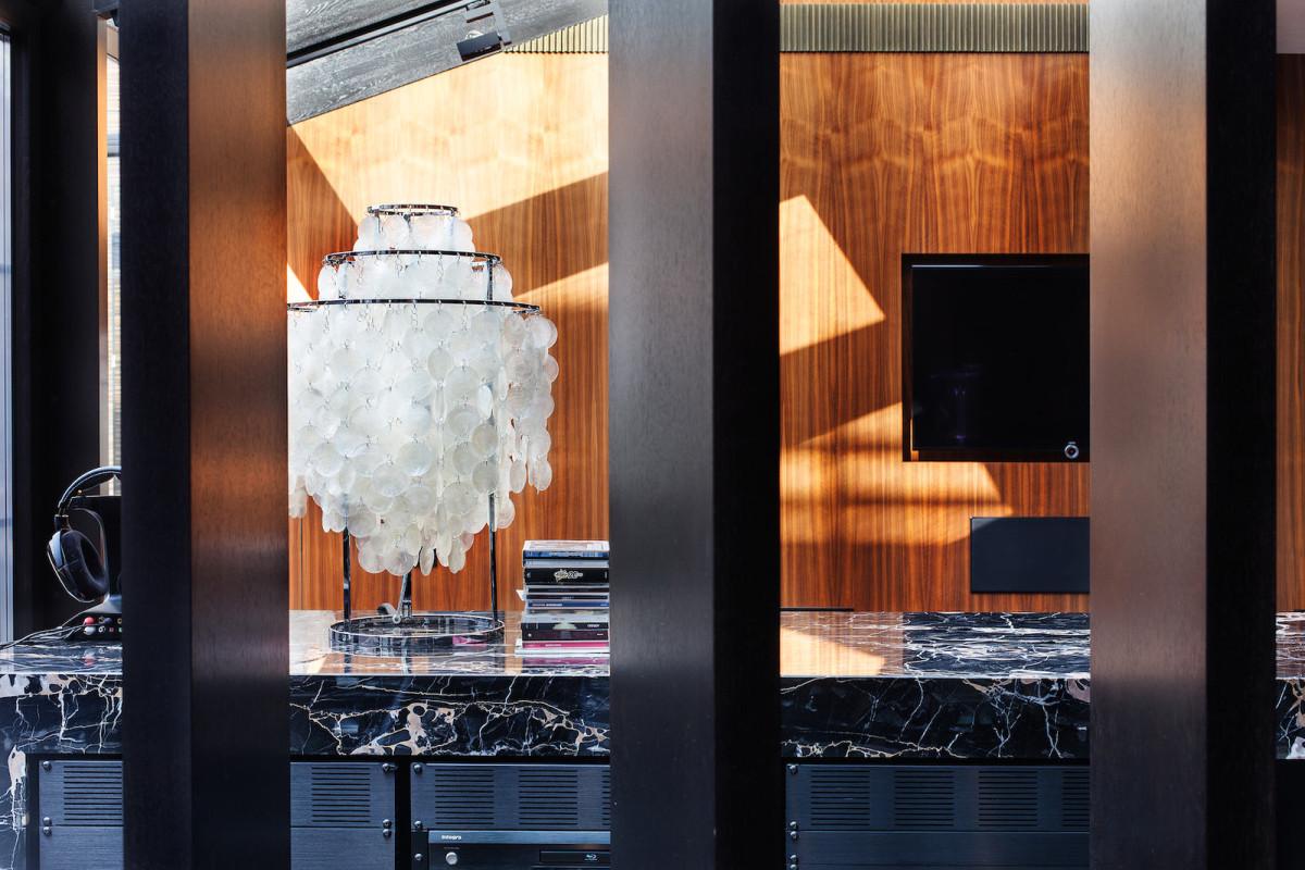Гостиная, холл в цветах: черный, серый, светло-серый, коричневый. Гостиная, холл в стиле арт-деко.
