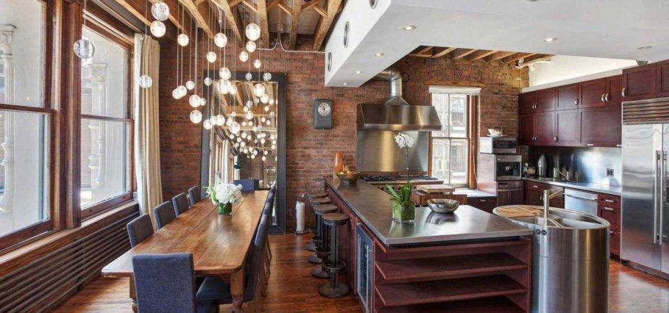 Апартаменты в стиле лофт в Нью-Йорке — колонны, грубые балки и зеркала