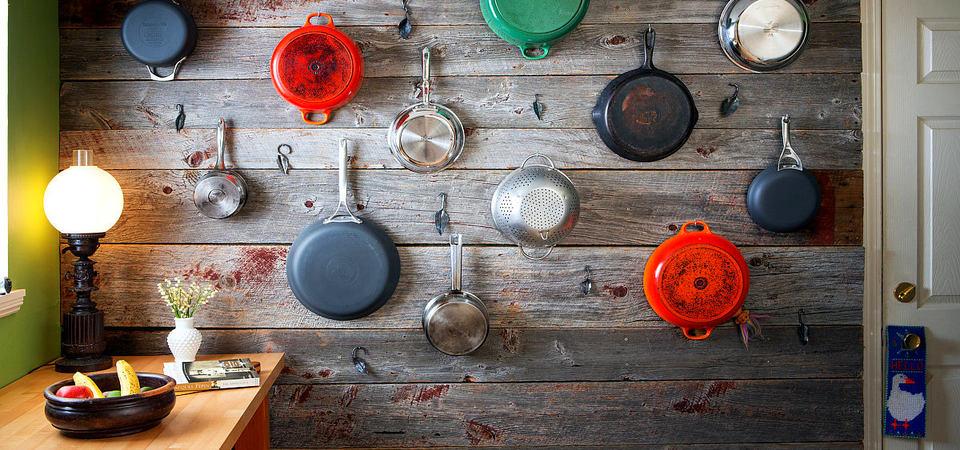 Как оригинально хранить сковородки: 25 невероятных идей