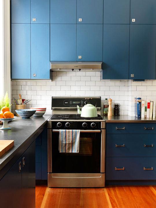 Кухня в цветах: бирюзовый, черный, серый, светло-серый. Кухня в .