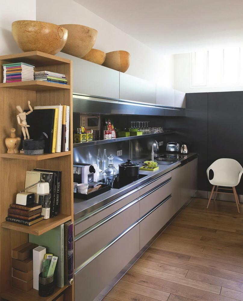 Кухня в цветах: черный, серый, светло-серый, коричневый, бежевый. Кухня в стилях: французские стили, лофт.