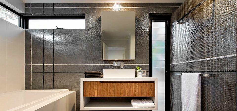 Из чего сделать потолок в ванной: советы специалистов