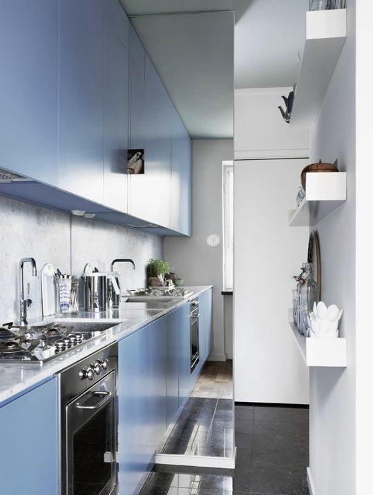 Кухня в цветах: голубой, серый, светло-серый, белый. Кухня в стиле хай-тек.