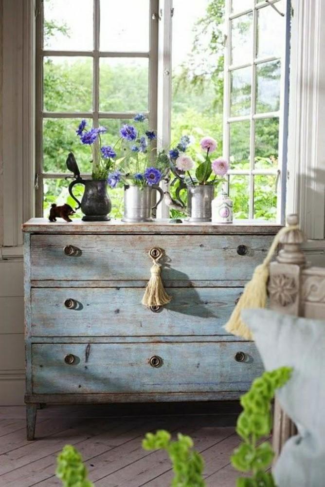 Спальня в цветах: серый, светло-серый, белый. Спальня в стилях: прованс.