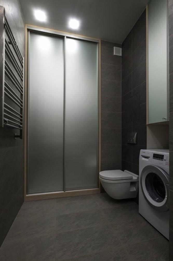 Туалет в цветах: черный, серый, светло-серый, белый. Туалет в стиле минимализм.