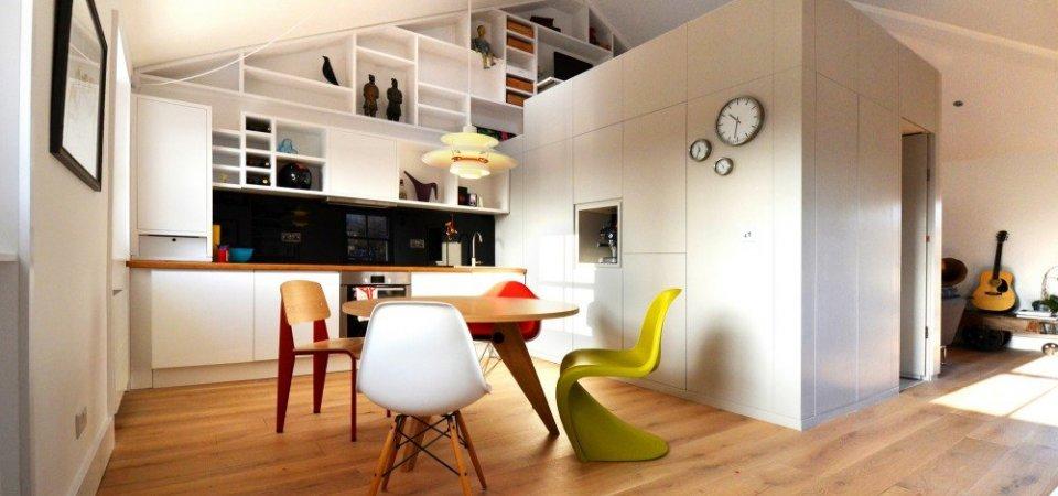 Белоснежная квартира на чердаке: любопытный секрет деления пространства