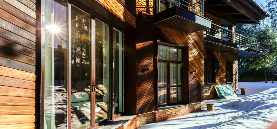 Как впустить свет в интерьер: подмосковный дом с фантастическим остеклением