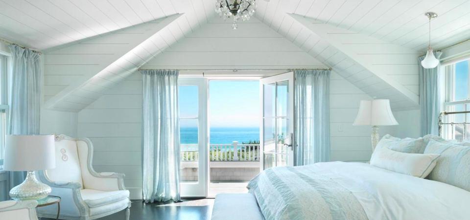 Белый дом с модной мебелью: идеальный уголок для отдыха