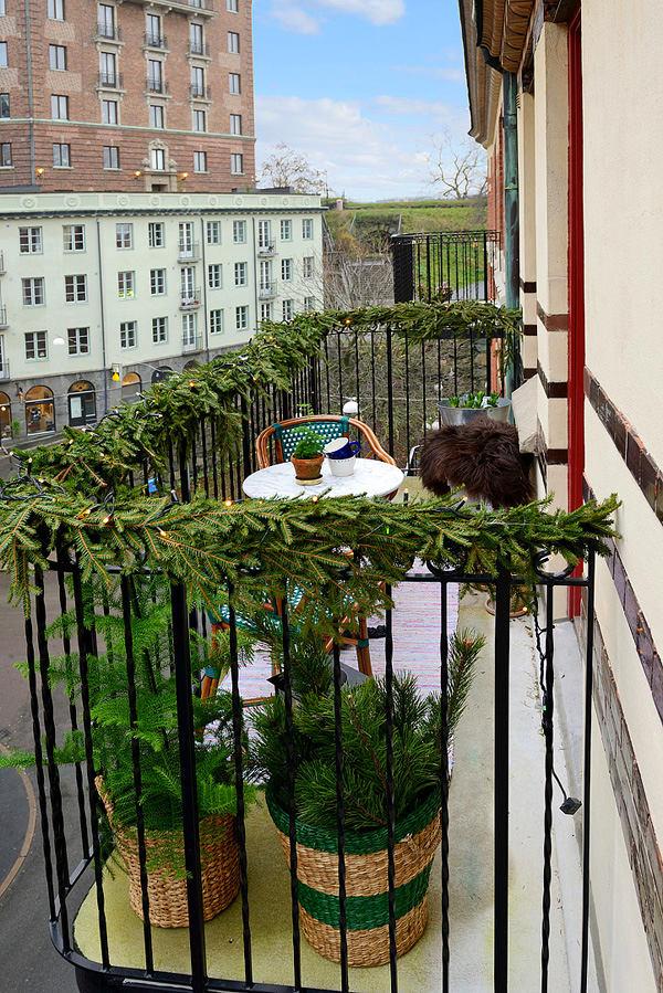 Балкон, веранда, патио в цветах: черный, серый, темно-зеленый, бежевый. Балкон, веранда, патио в стиле скандинавский стиль.