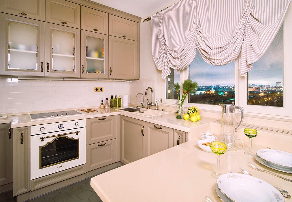 Кухня в цветах: желтый, светло-серый, белый, бежевый. Кухня в стилях: классика.