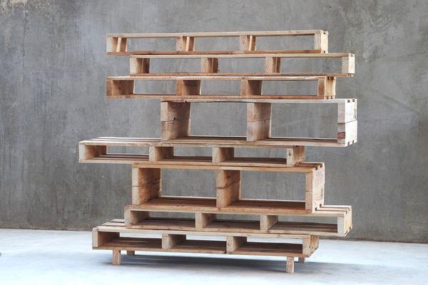 Мебель и предметы интерьера в цветах: серый, светло-серый, белый, коричневый, бежевый. Мебель и предметы интерьера в стилях: минимализм, экологический стиль.