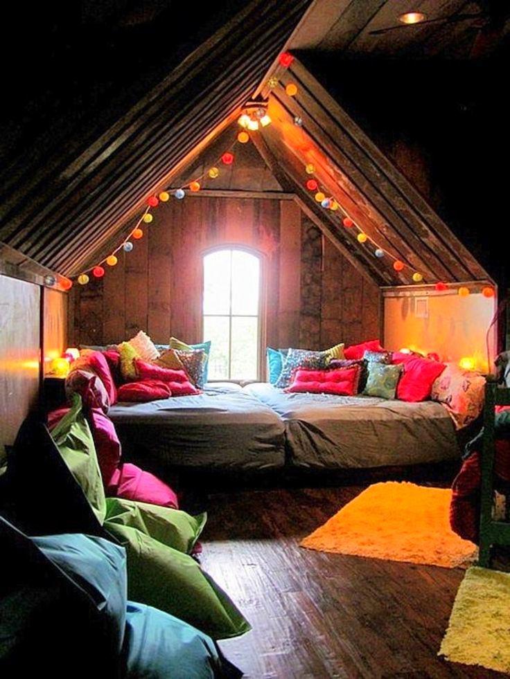 Спальня в цветах: серый, темно-коричневый, коричневый, бежевый. Спальня в стилях: кантри.