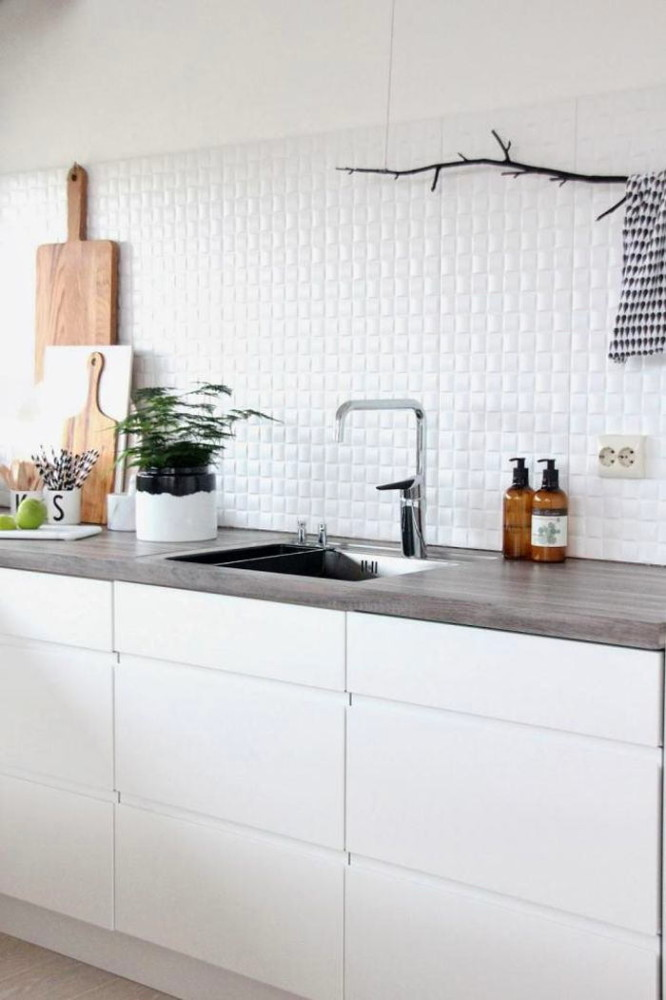 Кухня в цветах: светло-серый, белый. Кухня в .