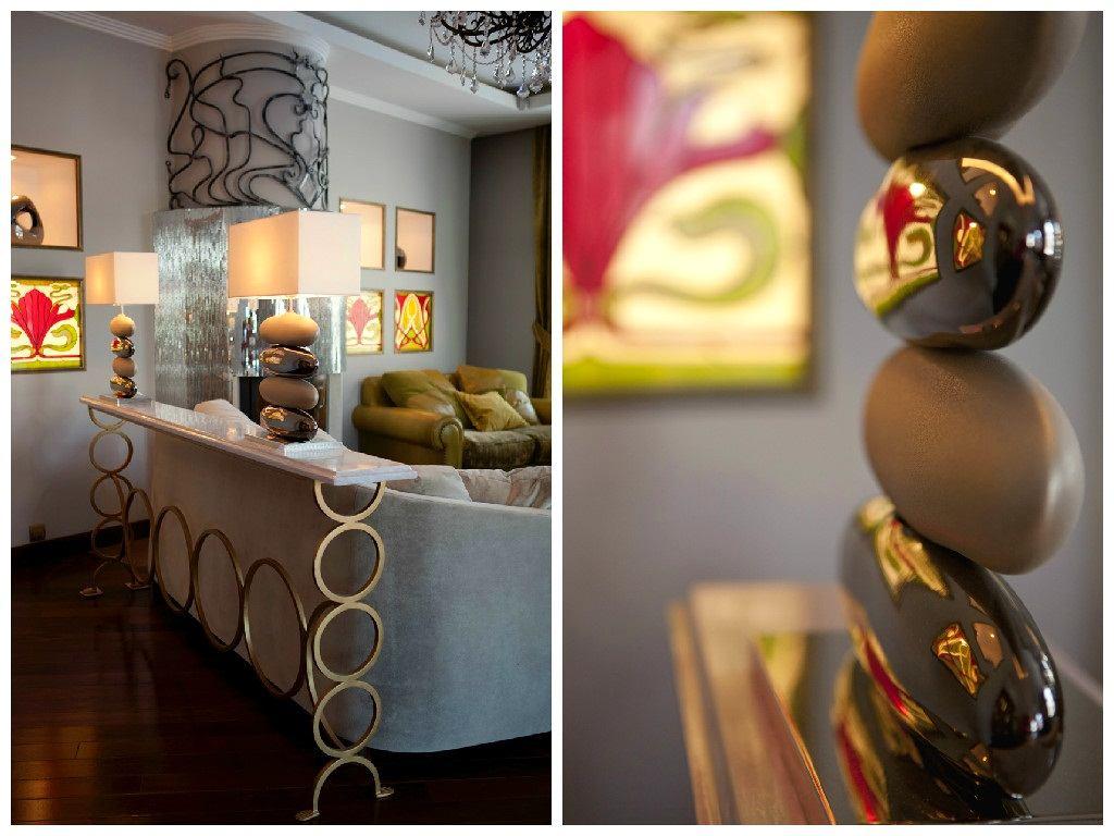 Гостиная, холл в цветах: черный, серый, светло-серый, коричневый. Гостиная, холл в стиле модерн и ар-нуво.