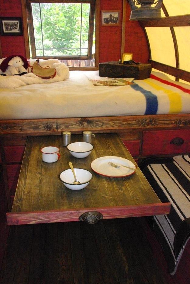 Спальня в цветах: черный, светло-серый, темно-коричневый, коричневый, бежевый. Спальня в .