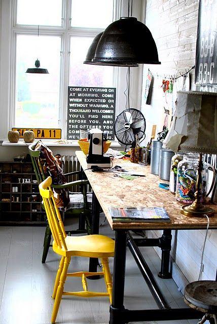 Офис в цветах: черный, серый, белый, темно-зеленый. Офис в стилях: эклектика.