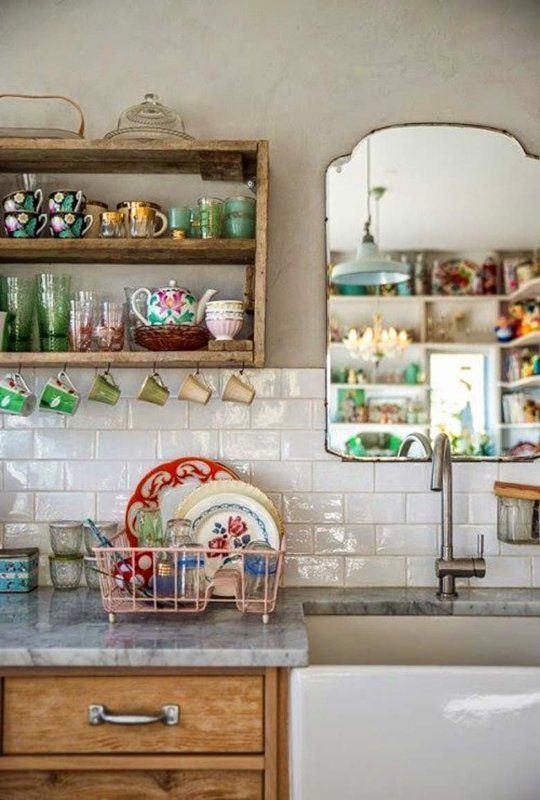 Кухня в цветах: серый, светло-серый, белый, темно-зеленый. Кухня в стилях: кантри.