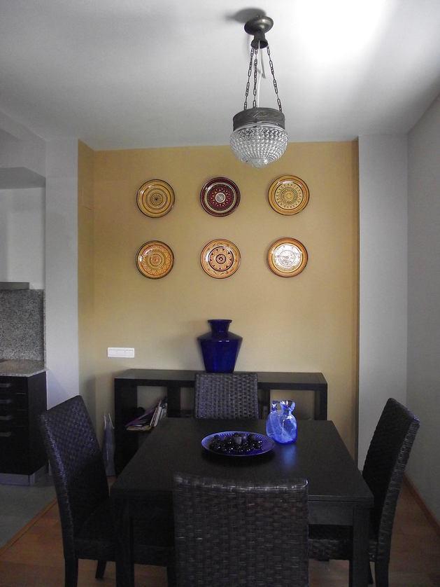 Гостиная, холл в цветах: черный, серый, светло-серый, бежевый. Гостиная, холл в стилях: минимализм.