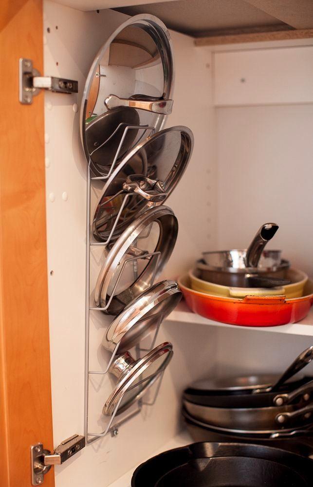 Кухня в цветах: оранжевый, желтый, светло-серый, коричневый, бежевый. Кухня в .