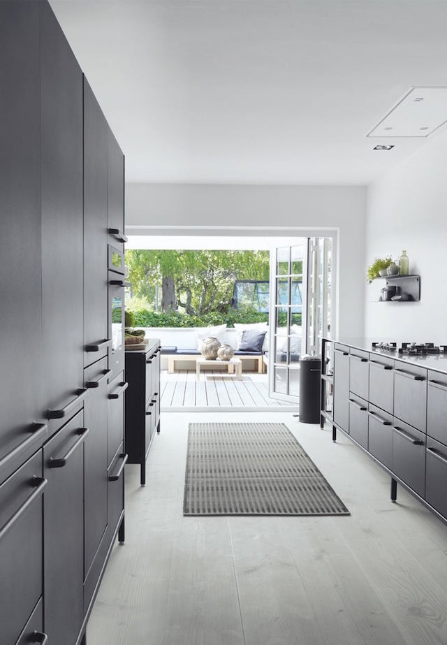 Кухня в цветах: серый, светло-серый, белый, бежевый. Кухня в стилях: минимализм, хай-тек, скандинавский стиль.