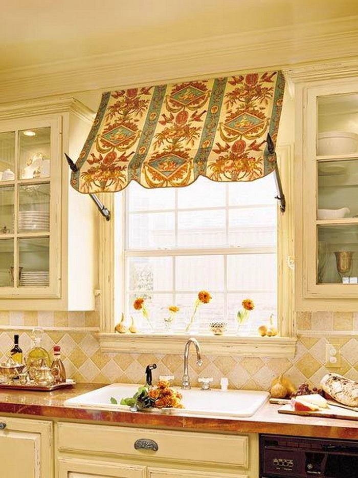 Кухня в цветах: желтый, светло-серый, белый, бежевый. Кухня в стиле классика.
