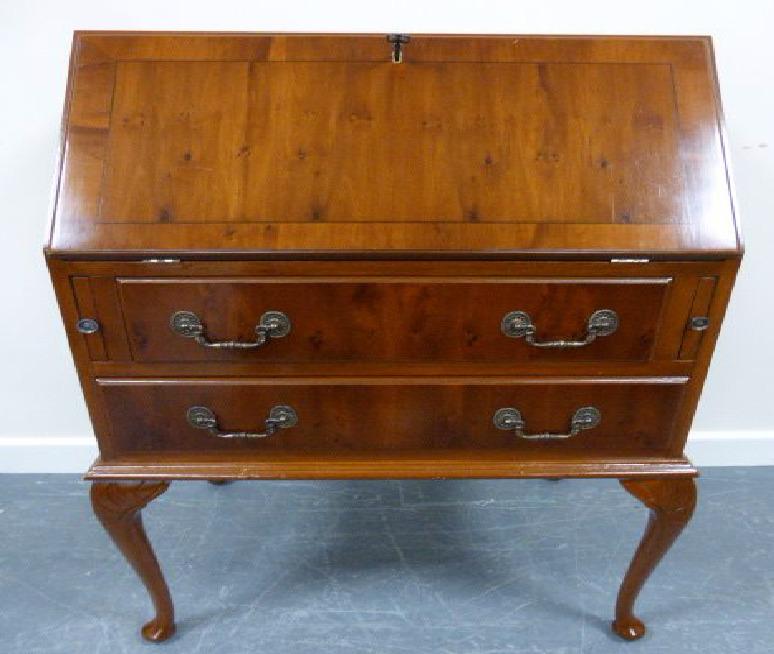 Мебель и предметы интерьера в цветах: фиолетовый, серый, темно-коричневый, коричневый. Мебель и предметы интерьера в стилях: английские стили.