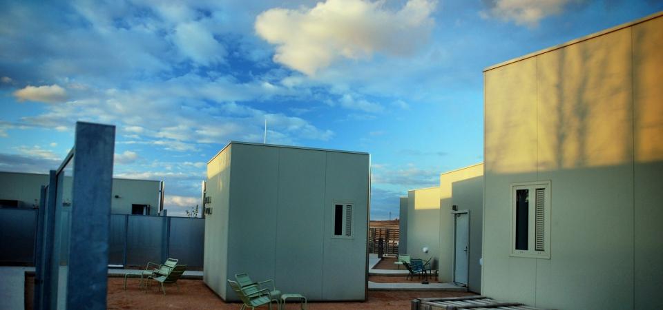 Отель Aire de Bardenas в Испании: поля пшеницы, пустыня и небо