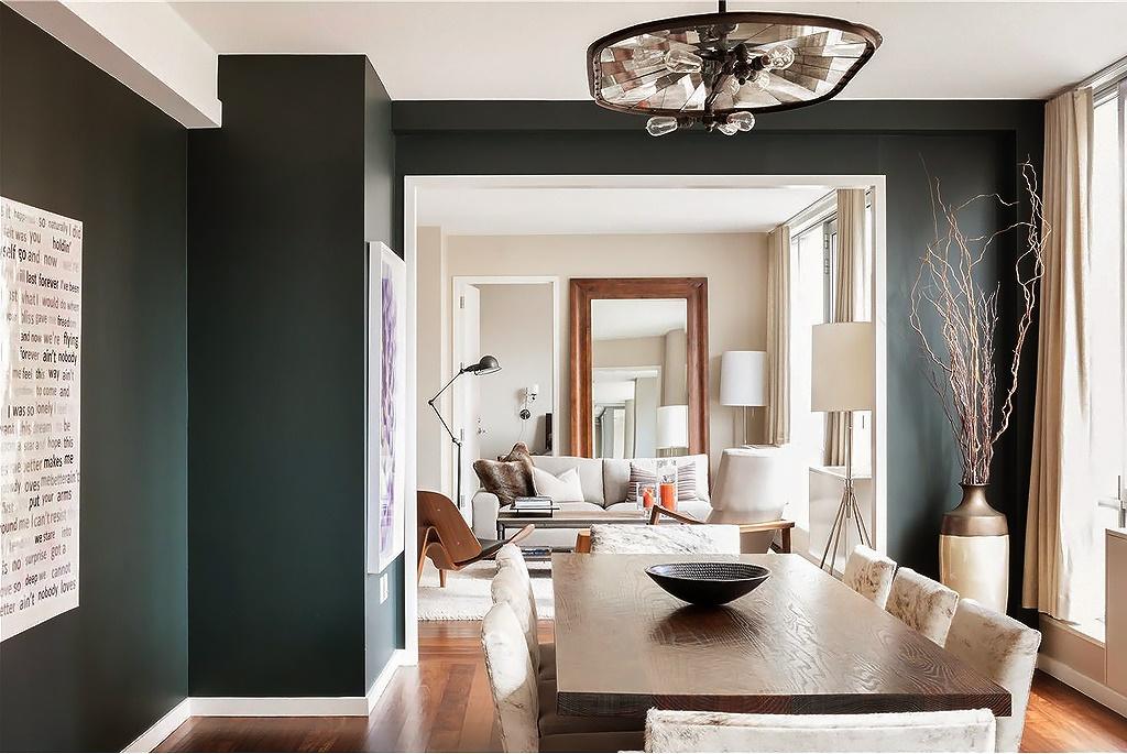 Гостиная, холл в цветах: черный, светло-серый, белый, коричневый, бежевый. Гостиная, холл в стиле лофт.