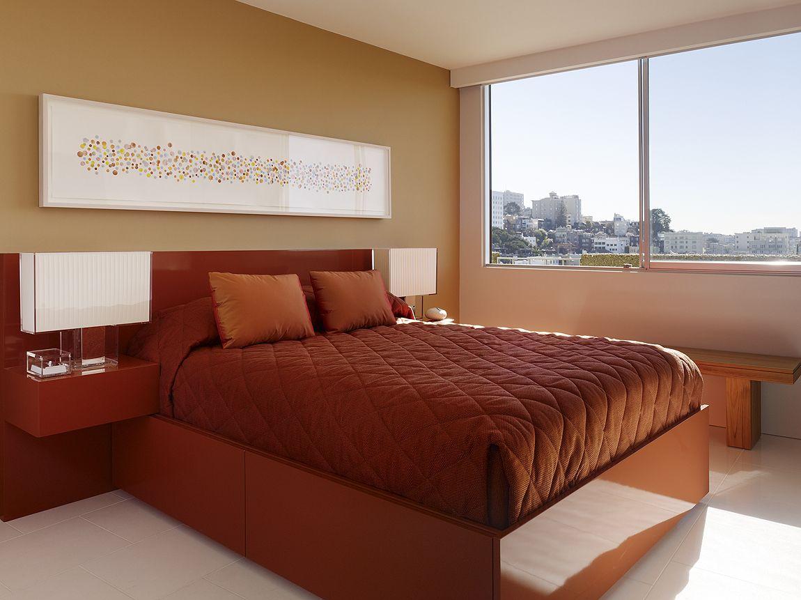 Спальня в цветах: бордовый, темно-коричневый, бежевый. Спальня в стиле минимализм.