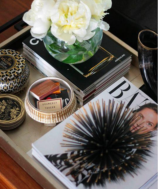 Декор в цветах: черный, серый, светло-серый, коричневый, бежевый. Декор в стилях: эклектика.