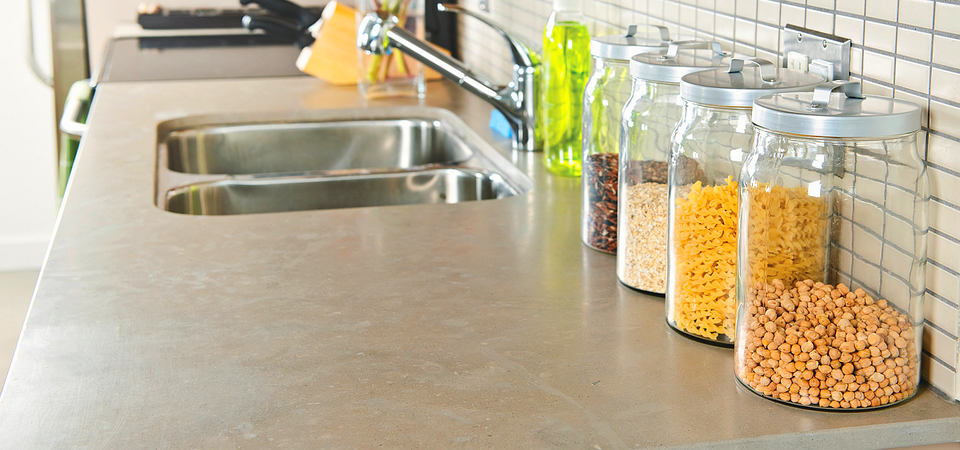 Кухонная посуда: 12 советов и 30 примеров по её хранению
