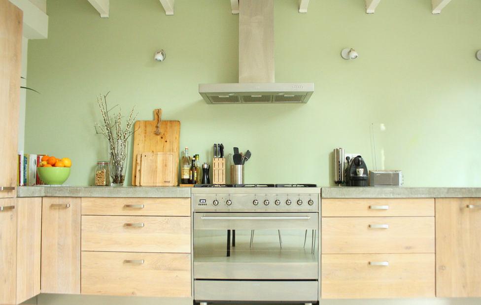 Кухня в цветах: желтый, светло-серый, белый, бежевый. Кухня в стиле экологический стиль.