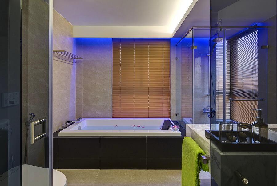 Ванная в цветах: серый, светло-серый. Ванная в .
