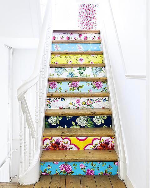 Лестница в цветах: светло-серый, темно-зеленый, коричневый, бежевый. Лестница в стиле английские стили.