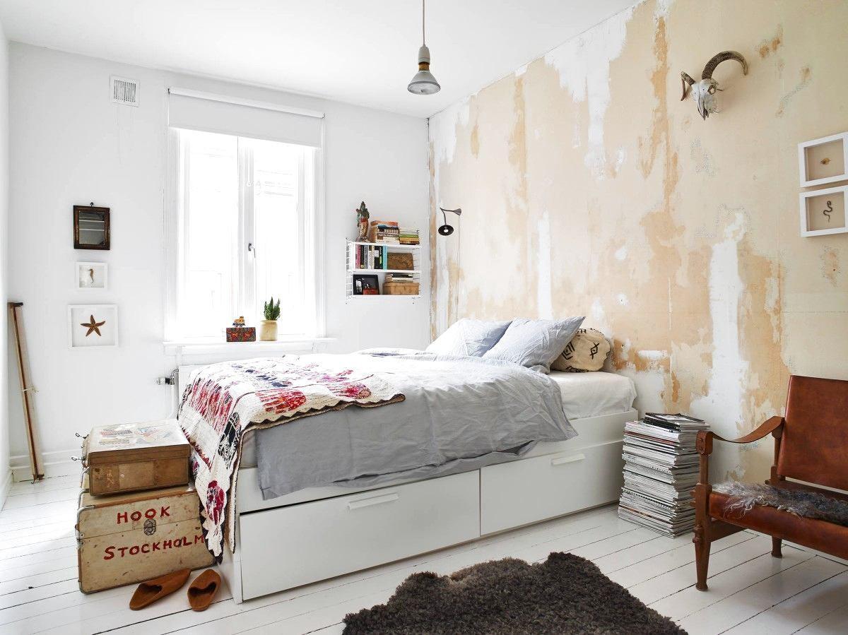 Мебель и предметы интерьера в цветах: серый, светло-серый, белый, коричневый. Мебель и предметы интерьера в стилях: минимализм, экологический стиль.