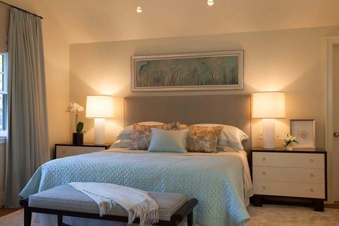 Спальня в цветах: голубой, серый, коричневый, бежевый. Спальня в стиле классика.