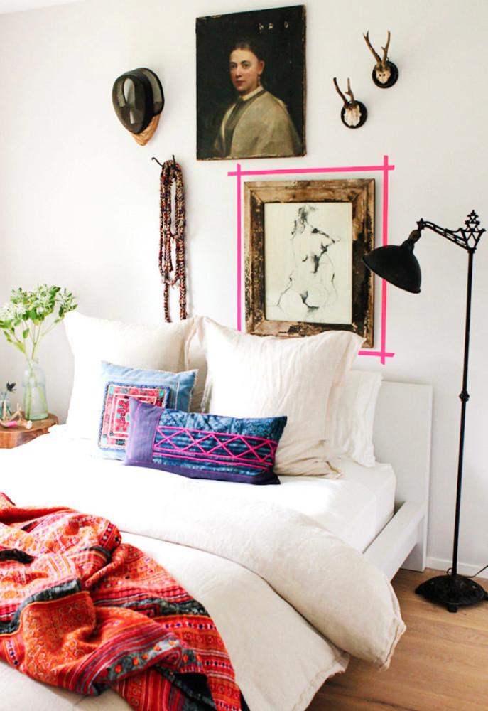 Мебель и предметы интерьера в цветах: черный, серый, светло-серый. Мебель и предметы интерьера в стиле эклектика.