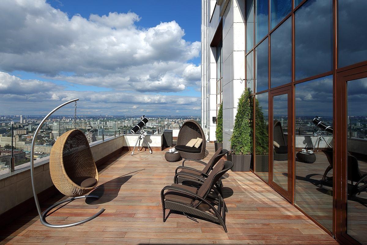 Балкон, веранда, патио в цветах: голубой, черный, серый, светло-серый. Балкон, веранда, патио в стиле минимализм.