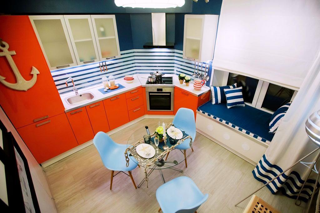 Кухня в цветах: серый, светло-серый, белый. Кухня в стиле средиземноморский стиль.
