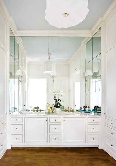 Туалет в цветах: черный, серый, белый, сине-зеленый, бежевый. Туалет в стиле классика.
