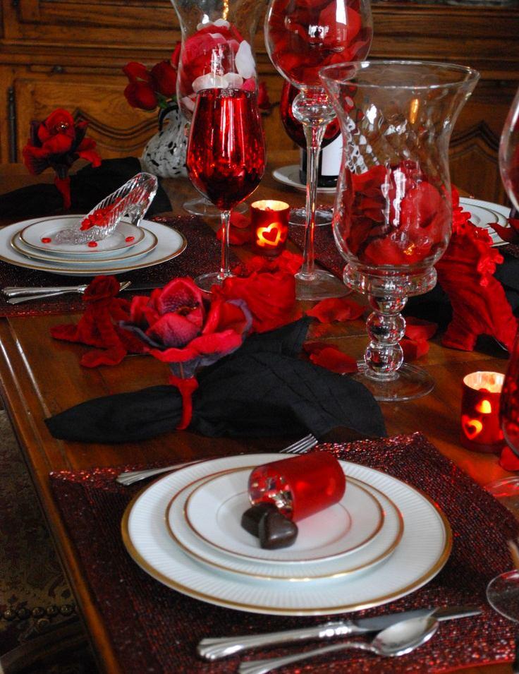 Декор в цветах: черный, серый, бордовый, темно-коричневый, коричневый. Декор в стиле скандинавский стиль.
