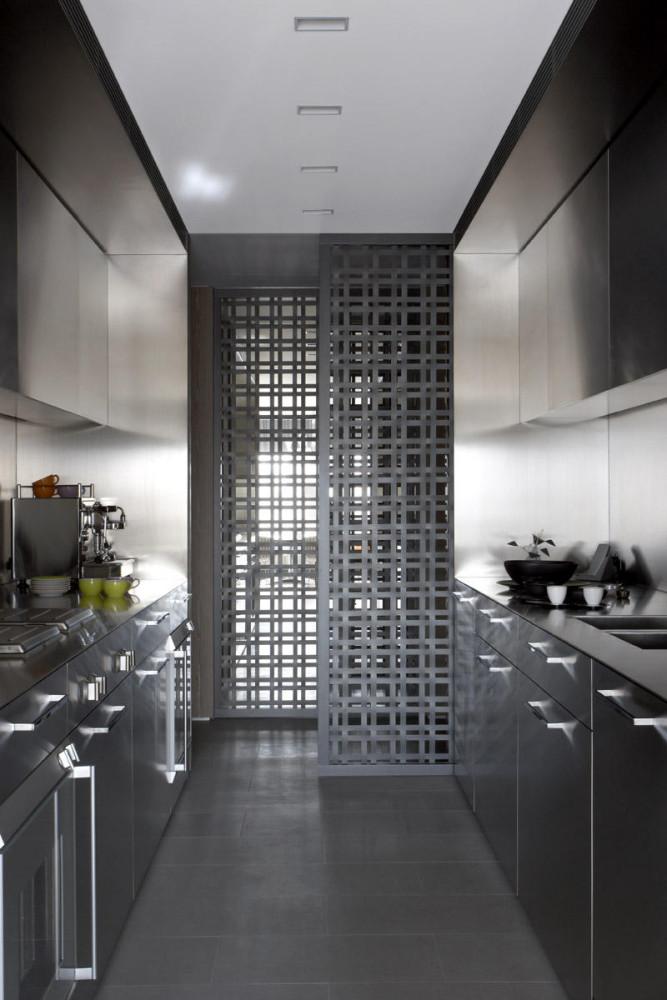 Кухня/столовая в  цветах:   Светло-серый, Серый, Синий, Черный.  Кухня/столовая в  стиле:   Хай-тек.