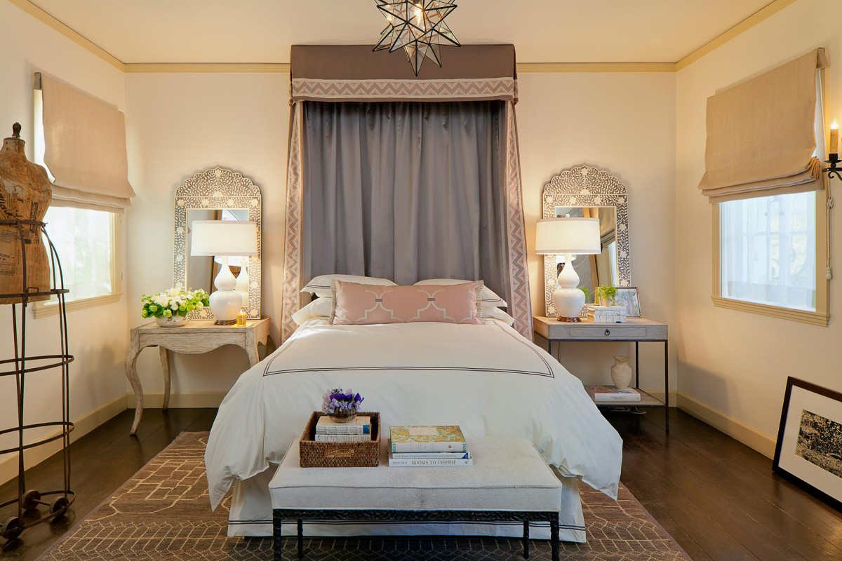 Спальня с двумя разными тумбочками: 6 советов, как это сделать красиво