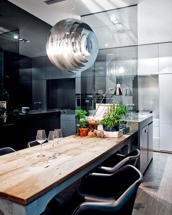Кухня/столовая в  цветах:   Белый, Светло-серый, Серый, Синий, Черный.  Кухня/столовая в  стиле:   Хай-тек.